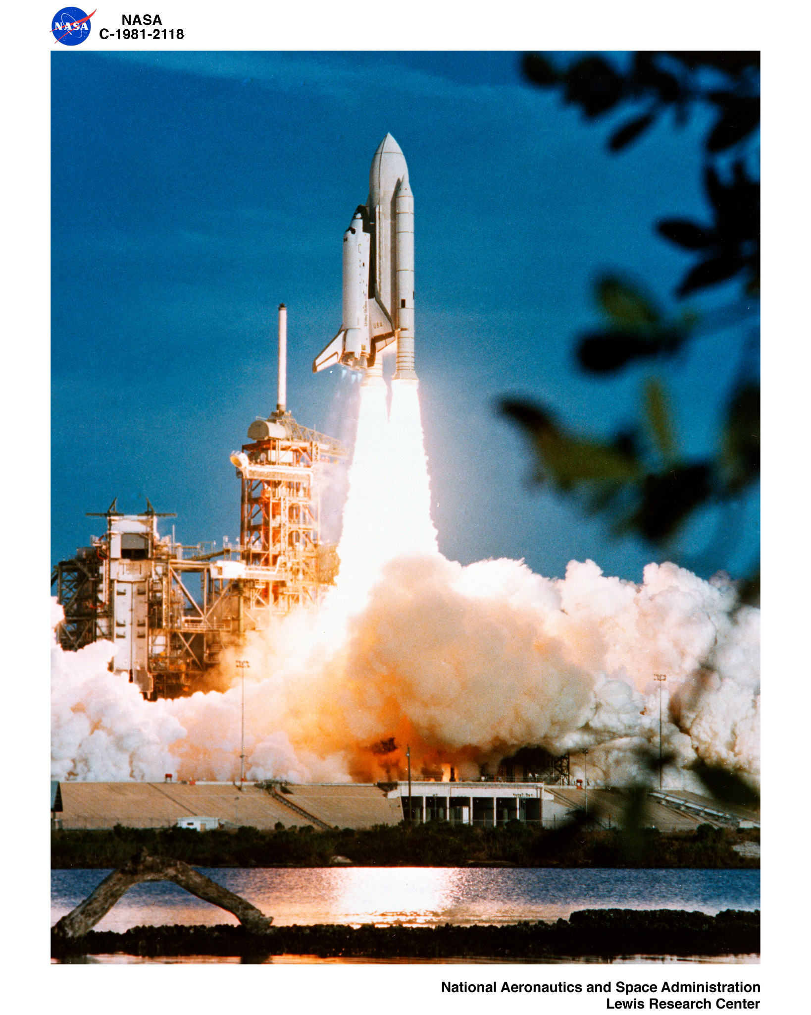 picture of the first u.s space shuttle - photo #3